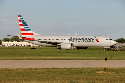 N807NN, a Boeing 737-800, wearing the new livery of American Airlines. The aircraft overnighted in Oshkosh, before carrying a group of Vietnam veterans to Washington, DC, on an Honor Flight trip the following day.